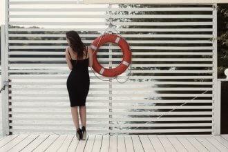 Czarna sukienka - dodatki do niej