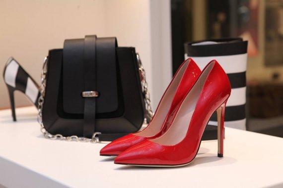 buty do pudrowego różu