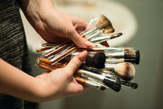 czyszczenie pędzli do makijażu