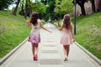 sukienki bez ramiączek